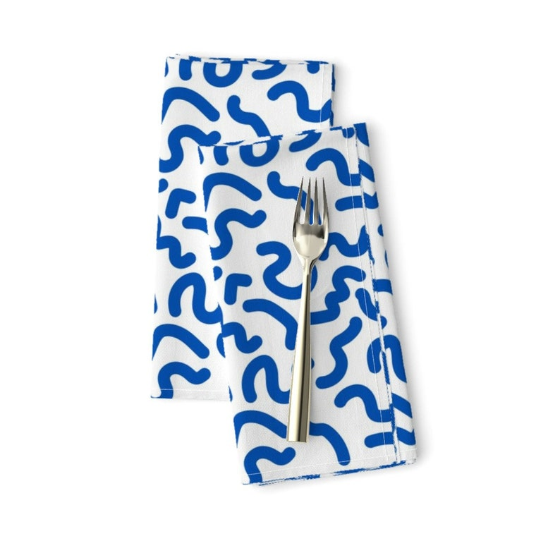 Retro Look  1980s Blue White Squiggles Cloth Napkins by Spoonflower Abstract Dinner Napkins - Squiggles by bashfulbirdie Set of 2