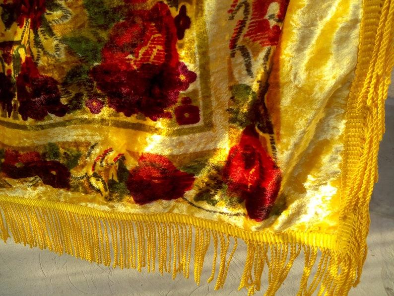 Sofa throw Floral sofa throw Sofa throw cover Velvet sofa throw Sofa cover Flowers on a gold background