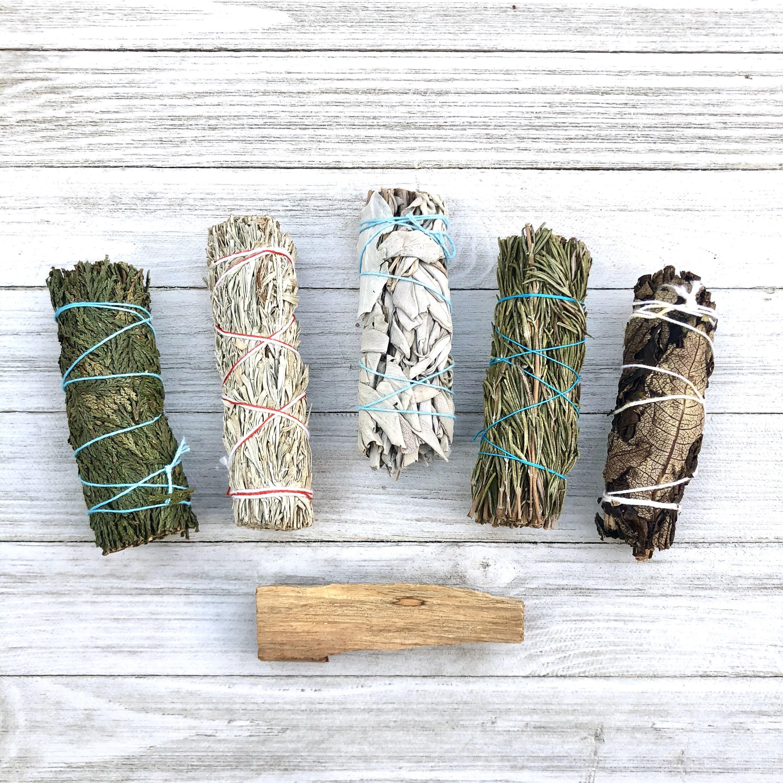 Smudge Stick Bundle + Free Palo Santo Wood (Белый Шалфей, Синий Шалфей, Кедр, Йерба, Розмарин)