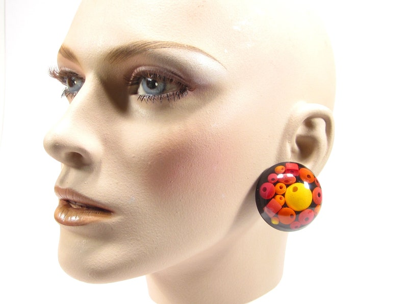 Large round unique ear clips synthetic resin wood beads black pink orange red yellow 90s 4cm original SoHo Cologne 1990 made in cologne