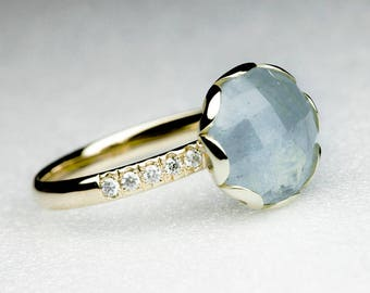 Aquamarine Flower Ring - 18 K Yellow Gold
