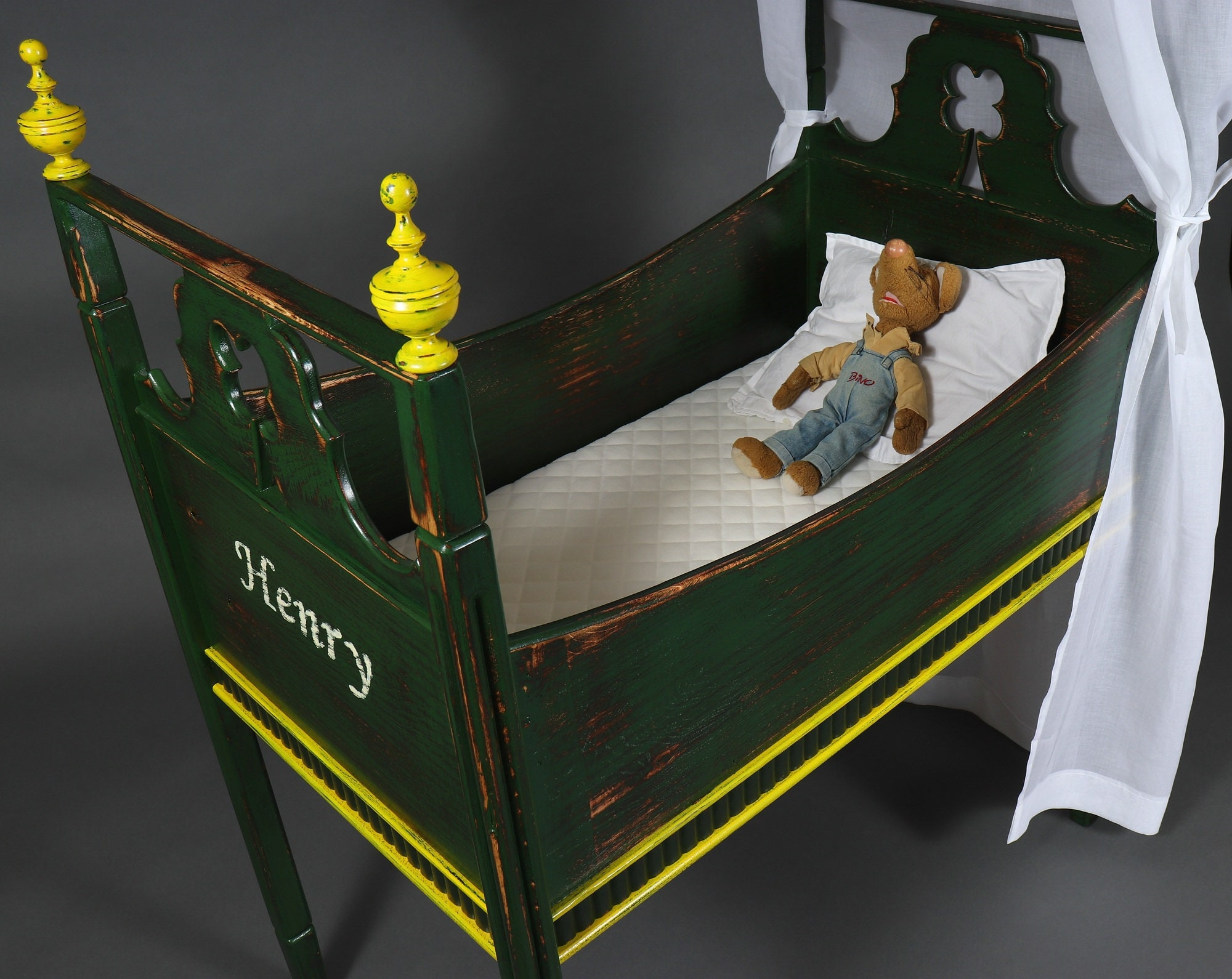 Babybett henry aus grüner eiche mit himmel ein etsy