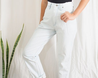 vintage wrangler denim high waisted super light blue jeans