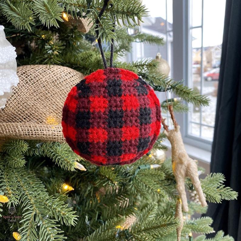 Buffalo Plaid Ornament Crochet Pattern image 0