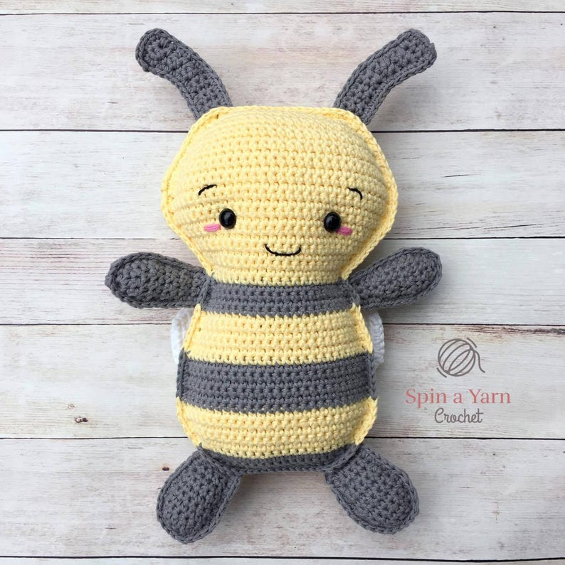 Bumble Bee Crochet Pattern image 0