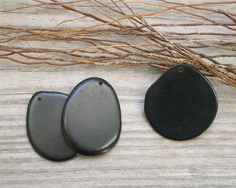 Pendant made of vegetable ivory / Tagua 30/40 mm black