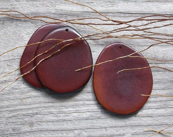 Pendant made of vegetable ivory / Tagua Brown 30/40 mm