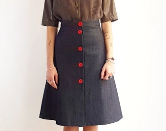 Midi skirt with 1970s style buttons