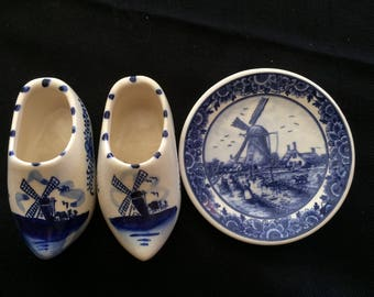 Humor Delft Miniature Plate With Pair Of Clogs Delft