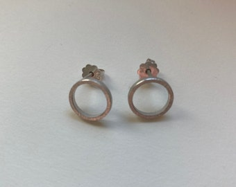 """ear studs """"Circle"""" in red or yellow gold 18 carat and two different sizes"""