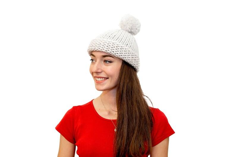 7a53b7ff050 Pom Pom Beanie Hat Knitting Pattern Beginner Knitting