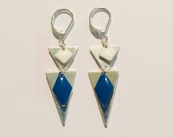 Silver triangles and sequins enamelled earrings