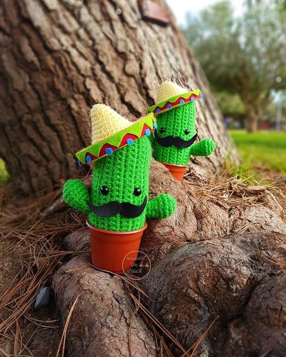Mexican Cactus amigurumi pattern - Amigurumipatterns.net | 713x570
