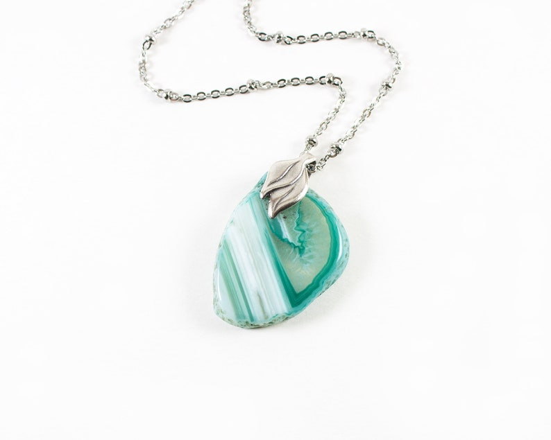 Agate Slice Necklace Green Stone Green Agate Pendant on Stainless Steel Chain Leaf Necklace Hypoallergenic Chain Agate Necklace
