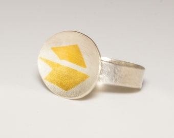 Ring in sterling silver with oval top overlaid with 24ct gold Keum-boo detail