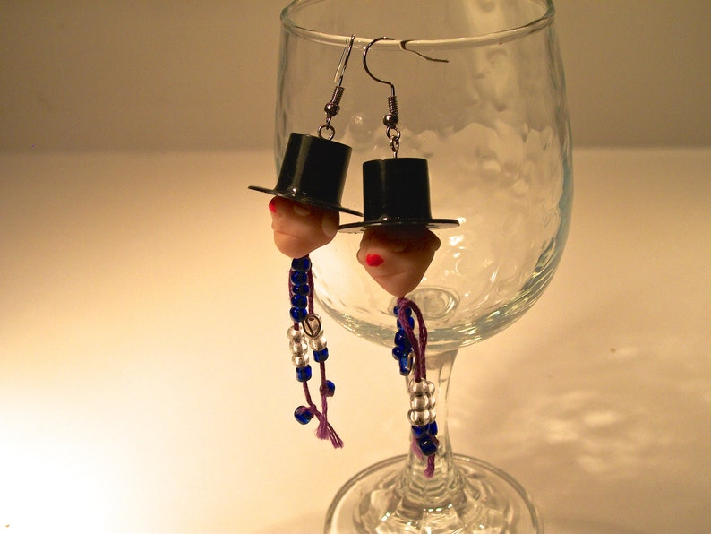 Small black form high hats heads in cooked dough Pearls Charming! Earrings little guys