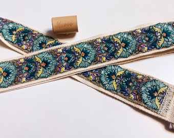 NuovoDesign Deluxe collection 'PeafowI' FineEmbroiddered Guitar strap, size adjustable, vegan leather