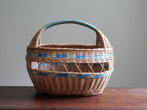 Woven wicker basket / Craft vannerie