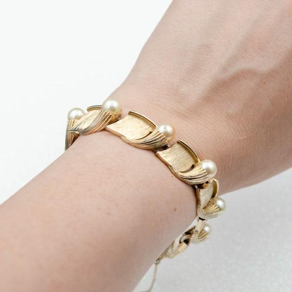 Crown Trifari bracelet White pearl bracelet Gold l
