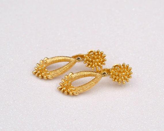 Trifari earrings Non pierced earrings Long teardr… - image 9