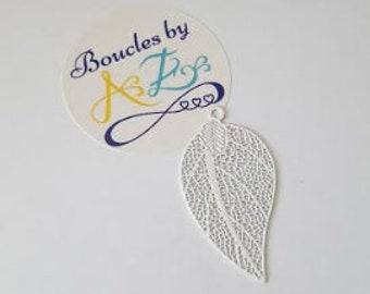 Watermark curved white leaf print