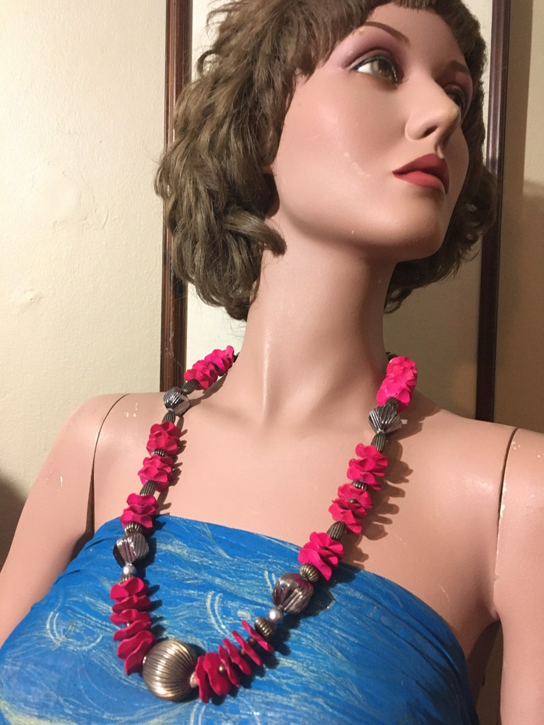 Retro Hot Pink Chunky Necklace