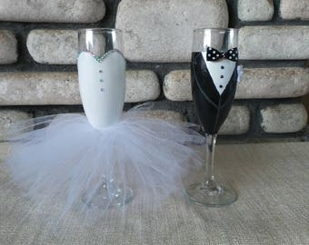 Bride and Groom Champagne Flutes,Bride and Groom Wine Glass, Wedding Wine glasses, Wedding champagne flutes, hand painted wine glass