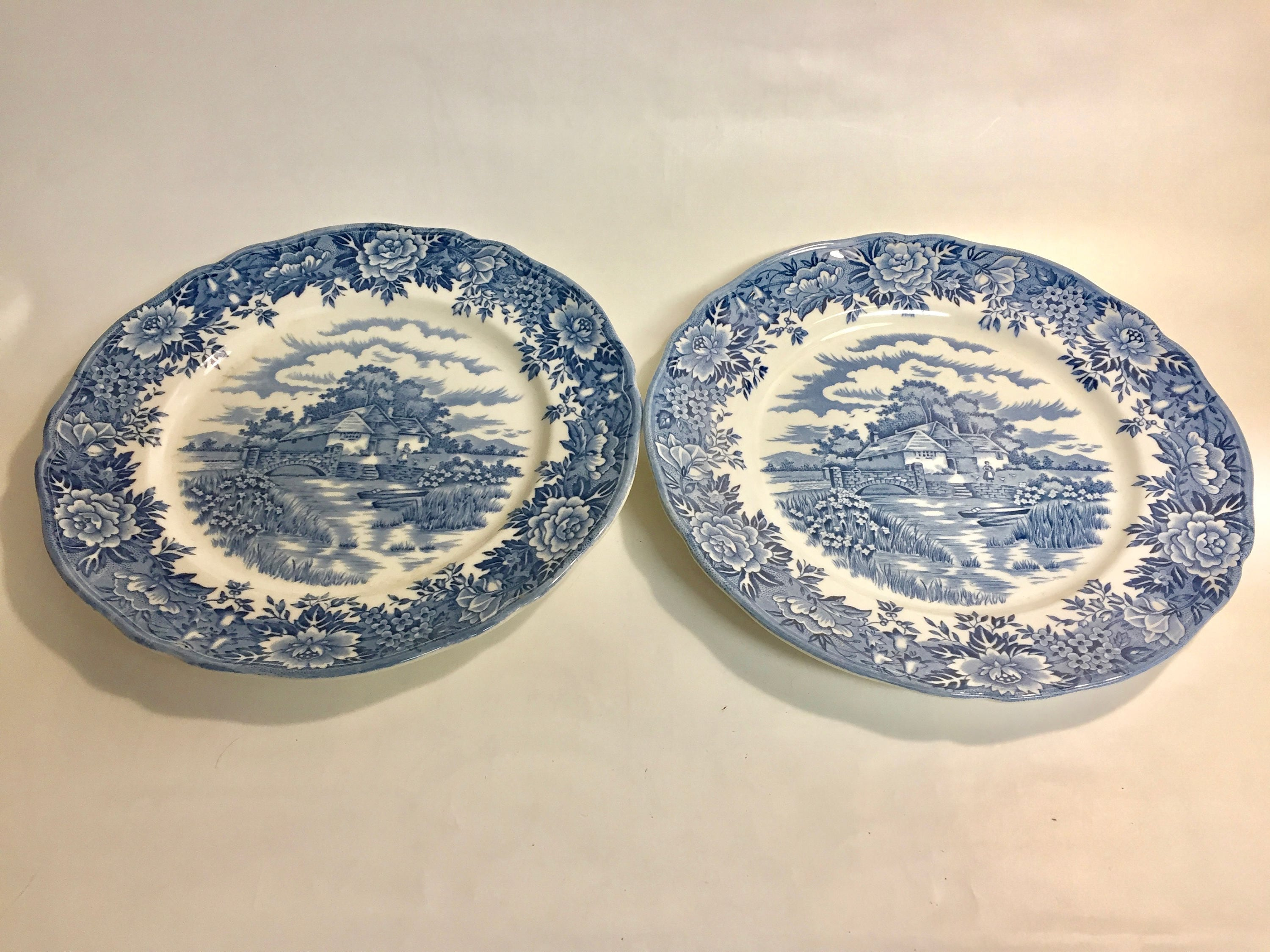 Salem China Co englisches Dorf Abendessen Teller Set 2