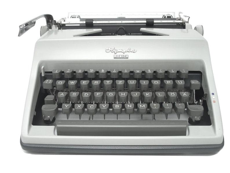 Olympia Monica Typewriter - Fully Working - Serviced - 60s Vintage Manual  Typewriter