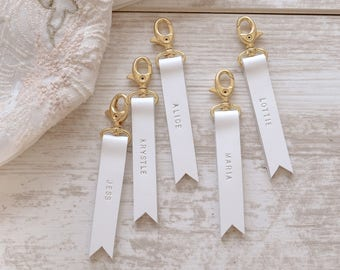 White Bridesmaid Gift, Bridesmaid Gift Set of 5 , White Leather Keychain, Personalize Bridesmaid Gift, Custom Wedding Favor, Corporate Gift