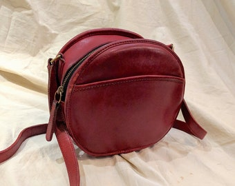 b3e6bd65d0cc Vintage Coach Chester Canteen Red Leather Round Circle Cross body Bag Strap  No. 9901