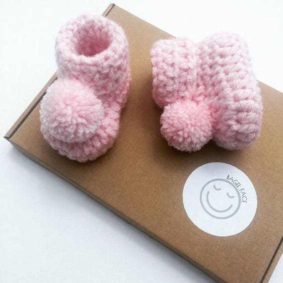 Baby girl gift, Crochet baby booties, Pink pom pom booties, Baby shower gift, Photo prop, Newborn baby shoes, Pom pom baby shoes, New baby
