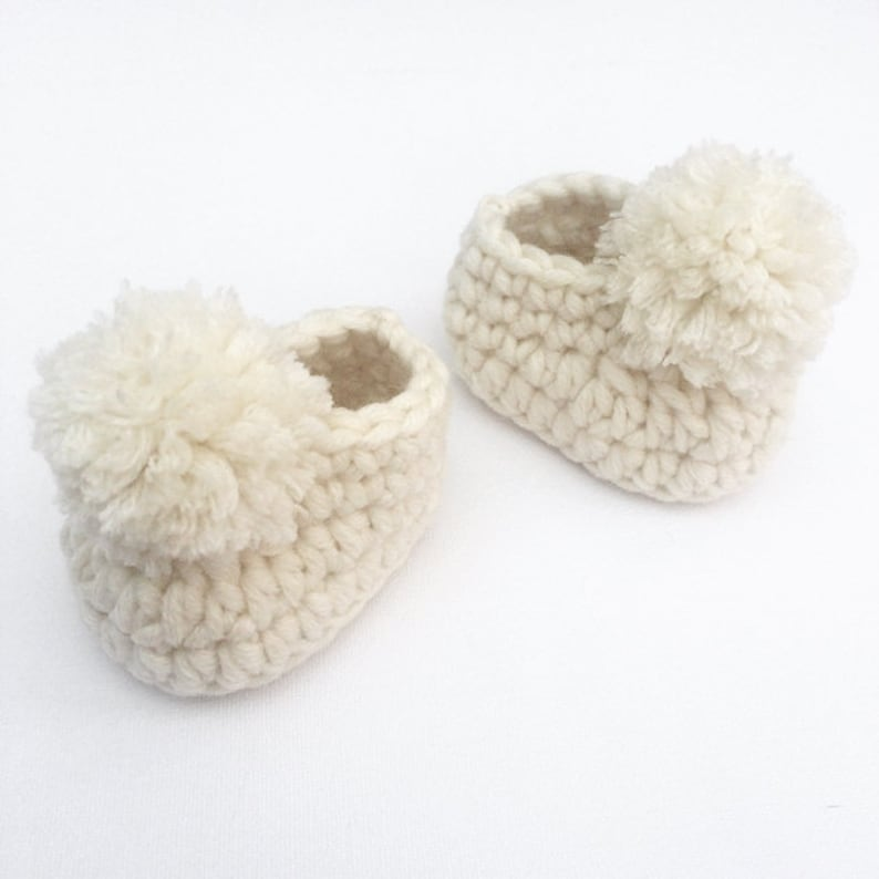 9c1aa19bdfd9 Crochet baby shoes Pom pom slippers Baby booties Baby