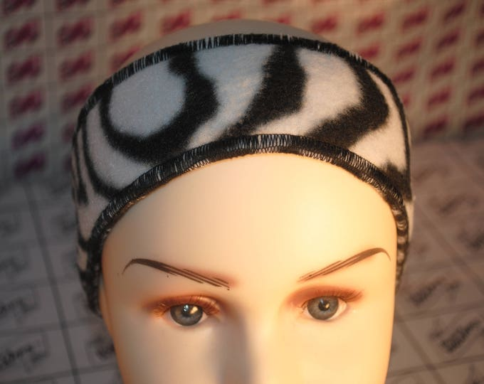 Bustawrapps are head wraps that cover the ears and forehead during those cold and windy winter months. These are for small child or baby.