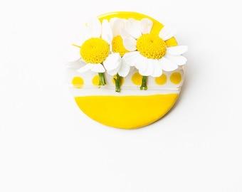 Ceramic yellow and white fresh flower boutonniere pin