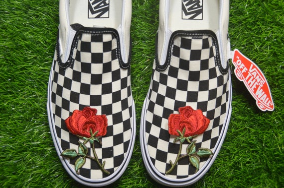 Custom Vans checkerboard à damier Slip On BlackOff White Check Rose Floral Embroidered Iron On Shoes Sneakers (en)