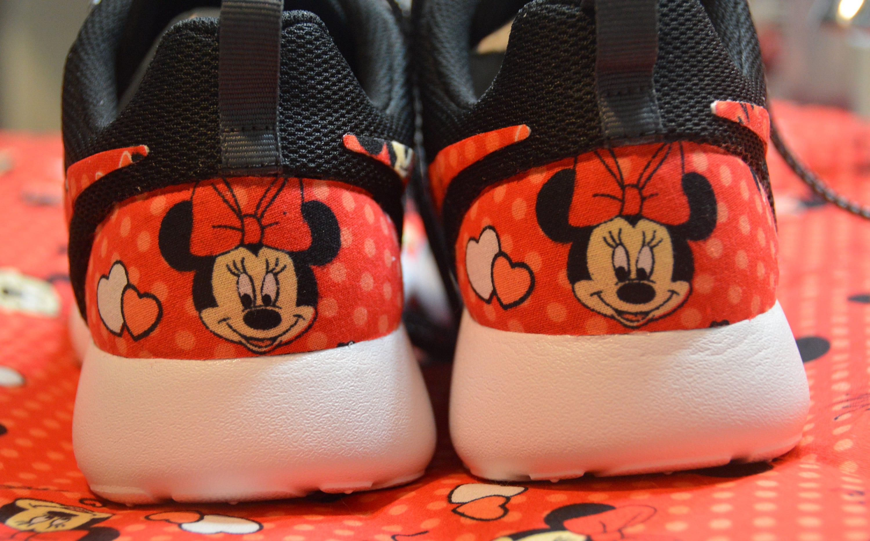 00437b108d1d49 Minnie Mouse Custom Nike Roshe Run One Shoe Sneaker
