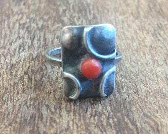 1974 Vintage Red Coral & Sterling Silver Ring. US Size 3.5