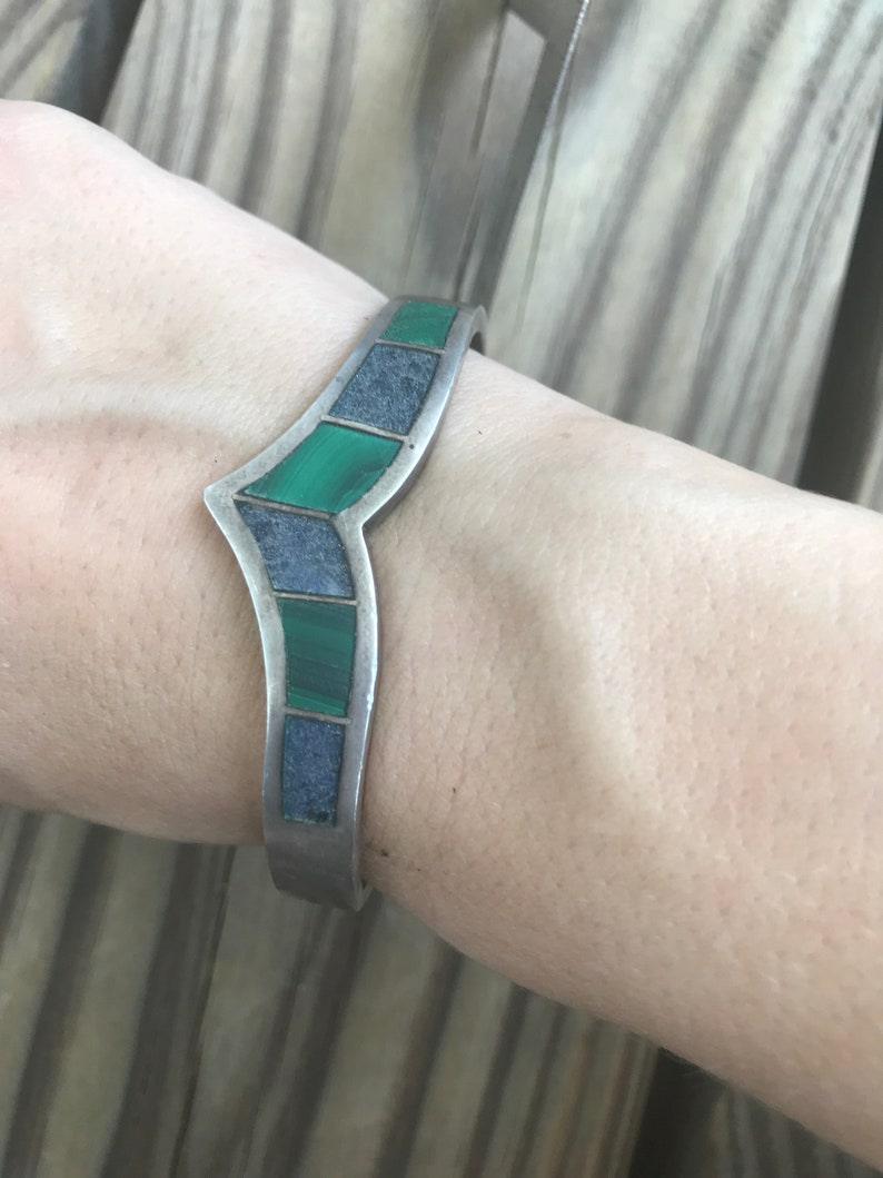 TAXCO TM-181 Fine Mexico Sterling Silver Raw Lapis Lazuli and Malachite Sterling Silver V Bangle Cuff Bracelet 7 Inch Circumference