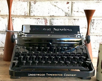 Vintage Underwood Noiseless 77 Typewriter | 1930's Portable Manua Typewriter | Art Deco Noiseless 77 Typewriter | Traveling Typewriter