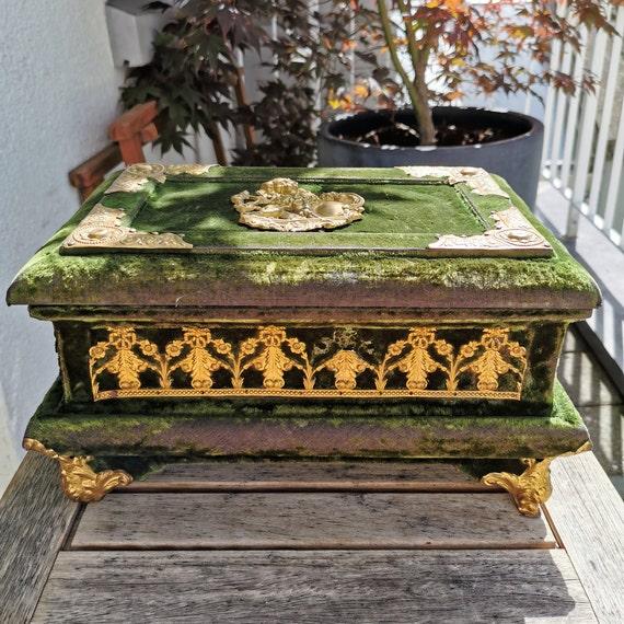 Victorian Lion Velvet Jewelry Box