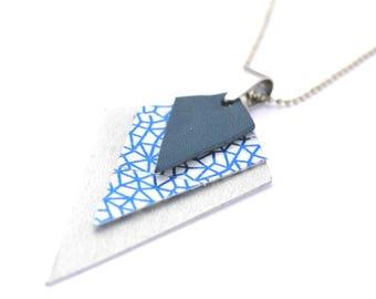 Collier losange argent recyclé et papier japonais, blanc et bleu métal, chaîne à bille