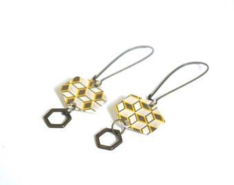 Boucles d'oreilles hexagones en papier japonais, graphique vintage, plastique recyclé et breloque métal bronze