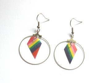 Boucles d'oreilles, créoles laiton argent, papier motif arc en ciel, forme diamant-