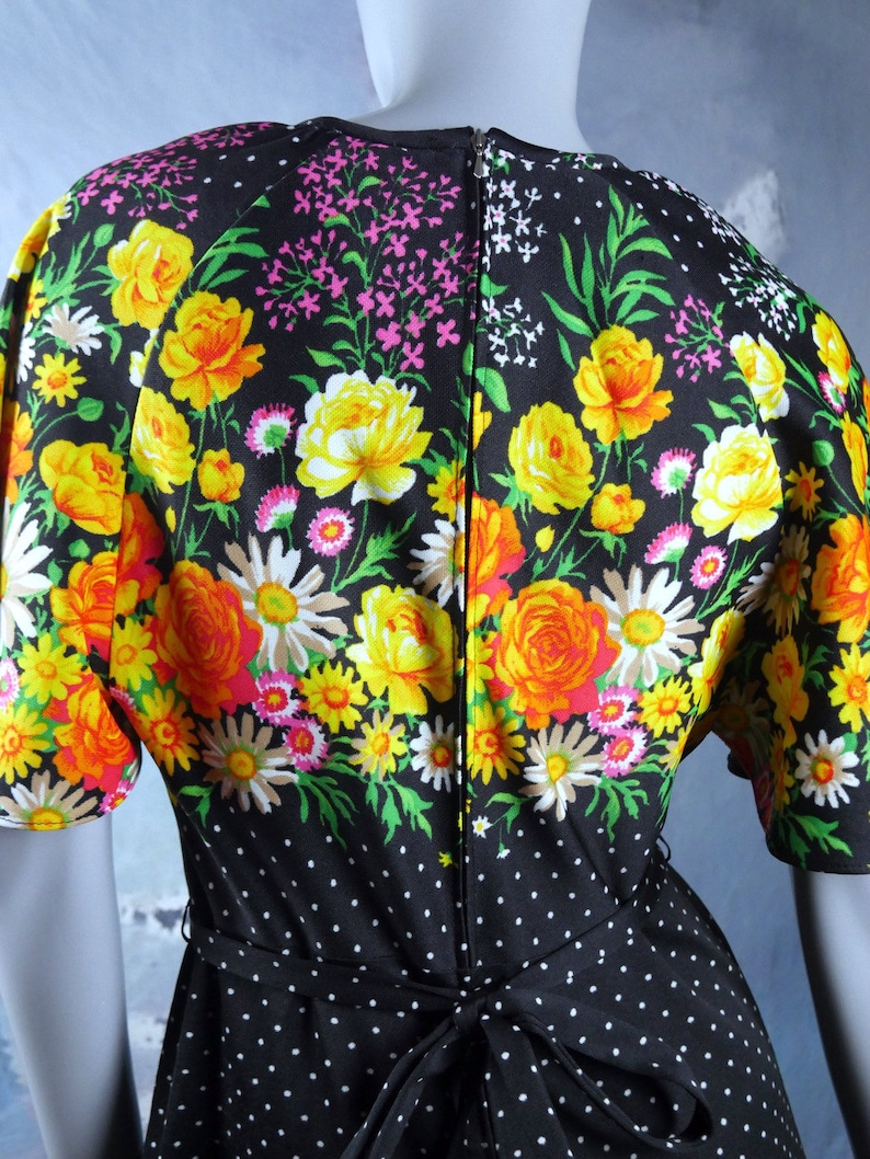 12 UK Black White Polka Dot Maxi Dress w Orange Yellow Pink Floral Pattern on Bodice 1970s Long Dress Bohemian Summer Dress: 8 US