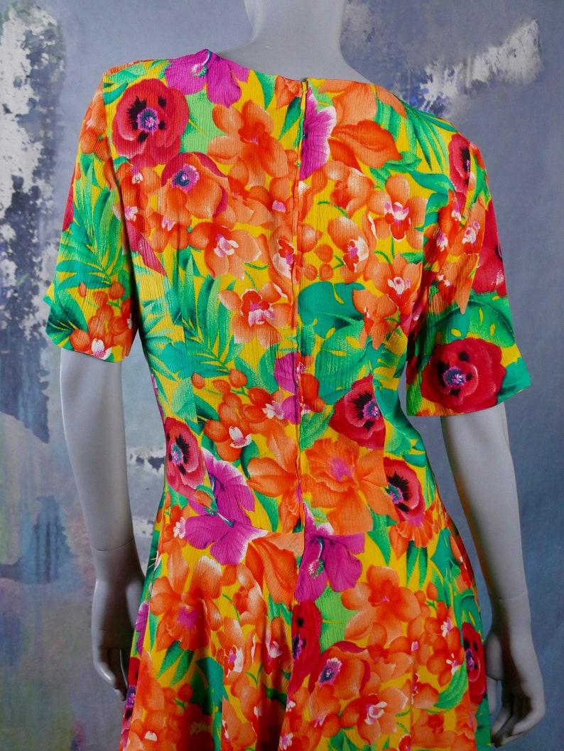 Size 14 US Orange Green Purple Red /& Yellow Above-the-Knee Dress w Queen Anne Neckline Mod Floral Short-Sleeve Summer Dress 18 UK