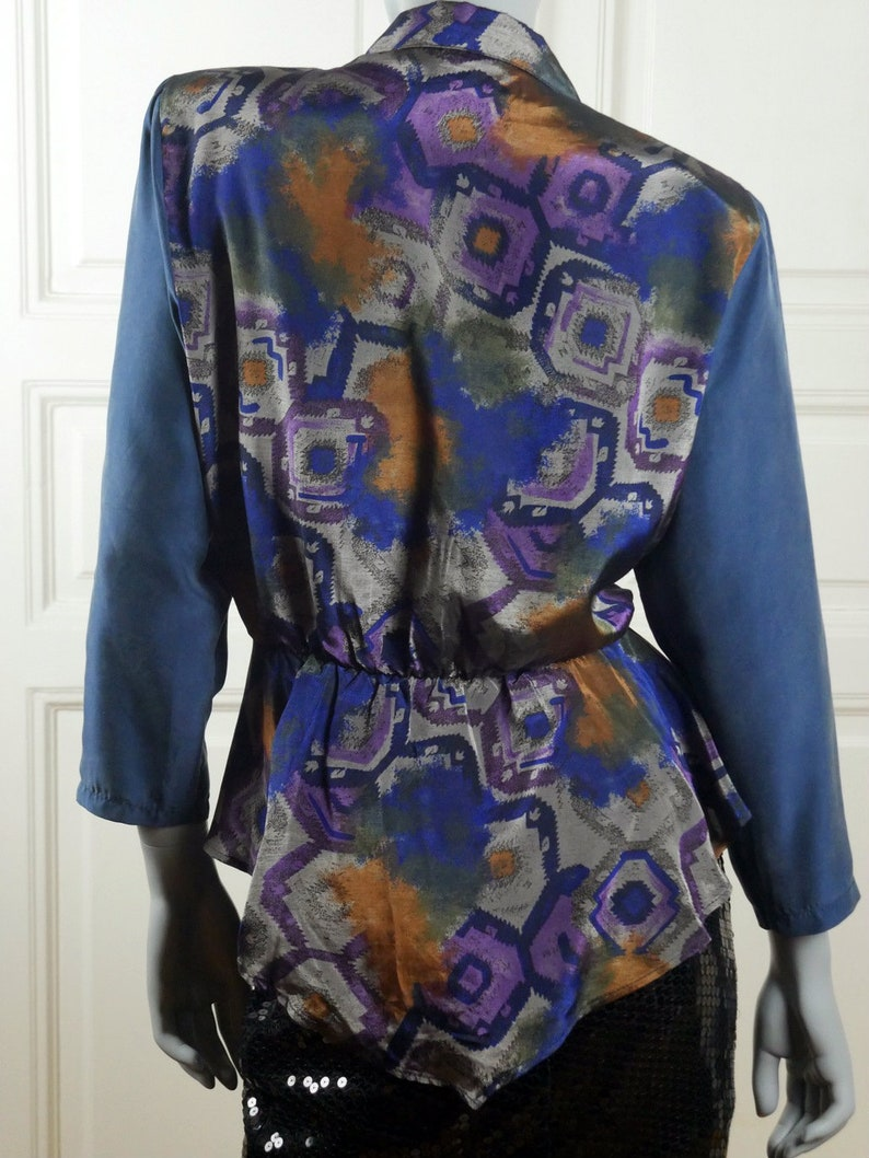 1618 UK Italian Vintage Silk Top w Blue Silvery Gray Bronze Abstract Pattern and Large Silver /& Pearl Buttons 1980s Silk Blouse 1214 US