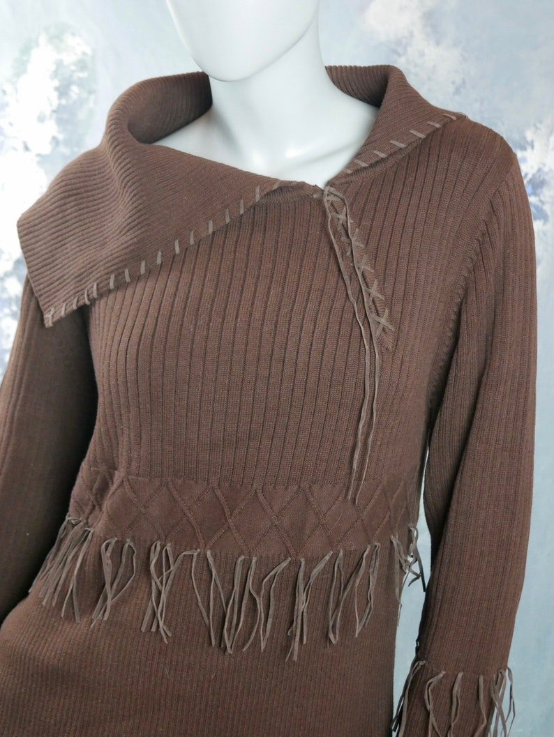 1980s Sweater Size Large 14 US, 18 UK European Vintage Brown Cotton Knit Pullover Top w Wide Asymmetrical Collar /& Faux Leather Fringe