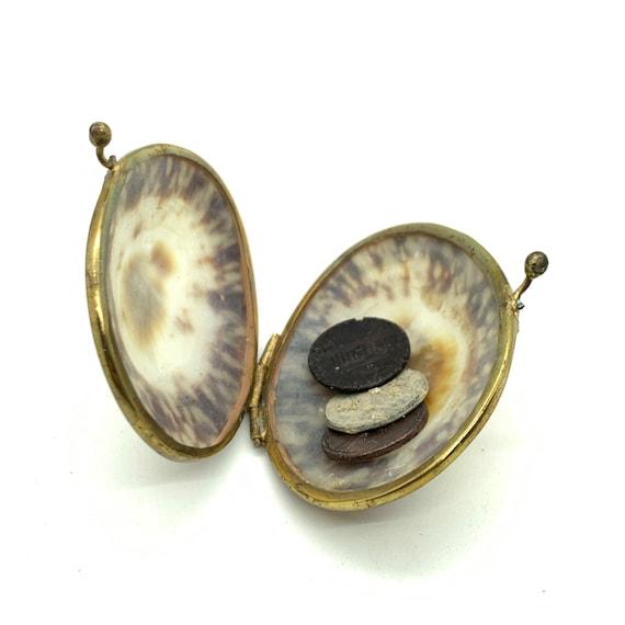 Clamshell coin purse, clam shell coin purse, hinge