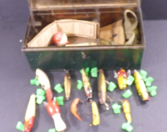 Vintage tin Otter-C- Tackle box with 11 wooden vintage lures and other vintage tackle